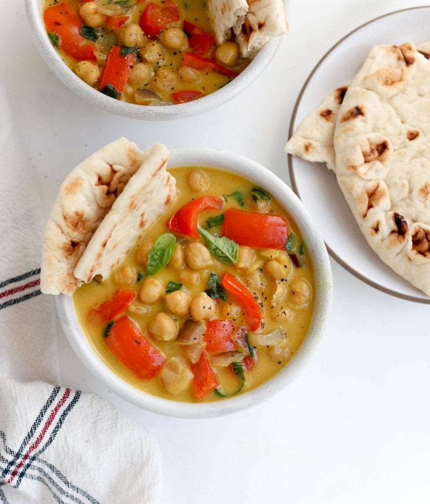 Chickpea curry with chapati on the side