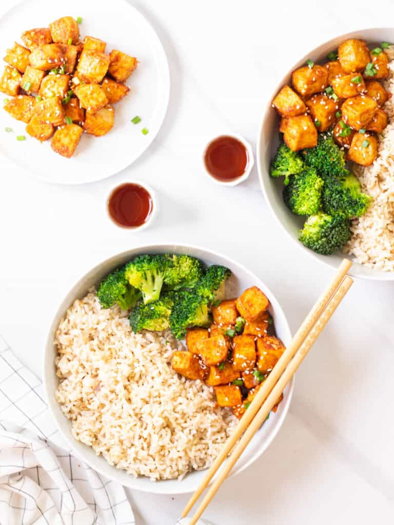 Gochujang tofu served with rice and broccoli in 2 bowls.